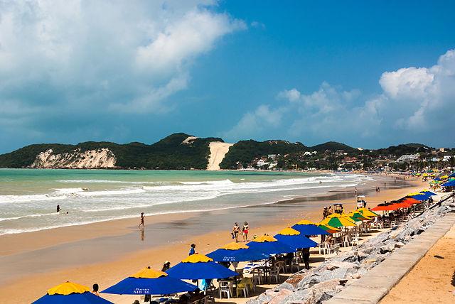 640px-Praia_da_Ponta_Negra_20150814-DSC05653